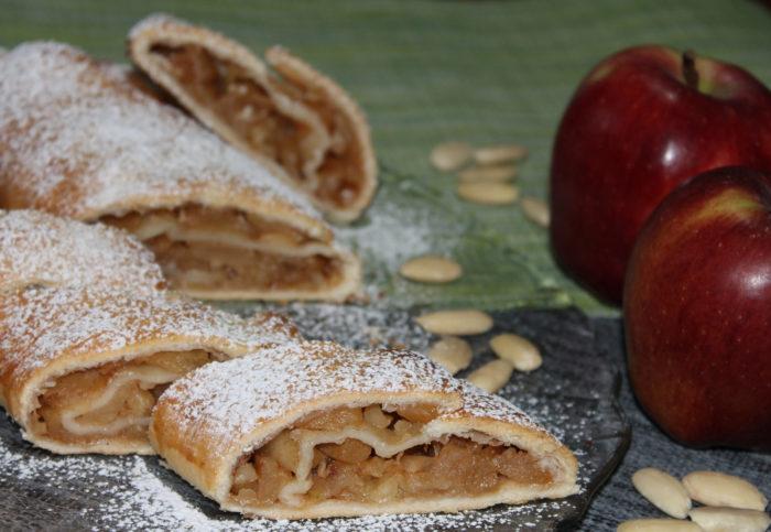 Strudel veloce di mele e mandorle - Ricette Passo Passo con foto