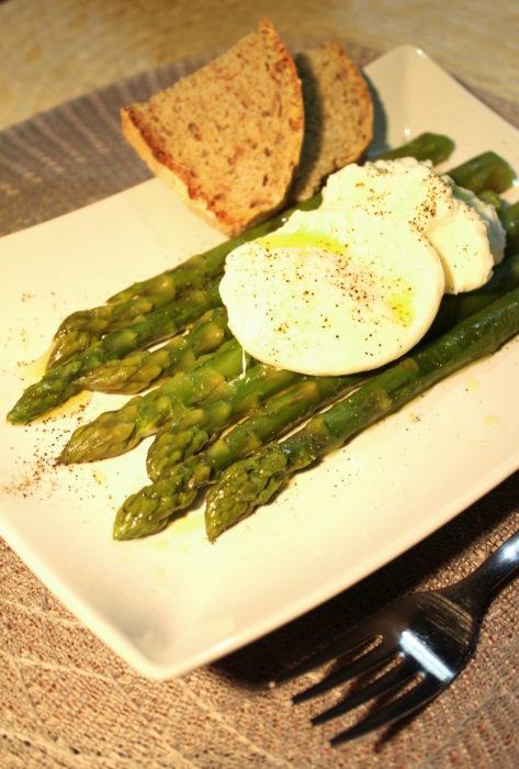 Asparagi e uova in camicia - Ricette Passo Passo con foto