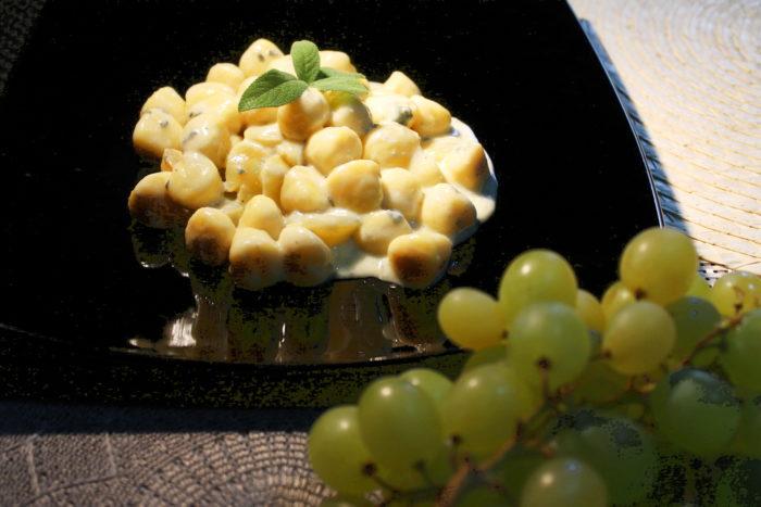 Gnocchi gorgonzola e uva - Ricette Passo Passo con foto