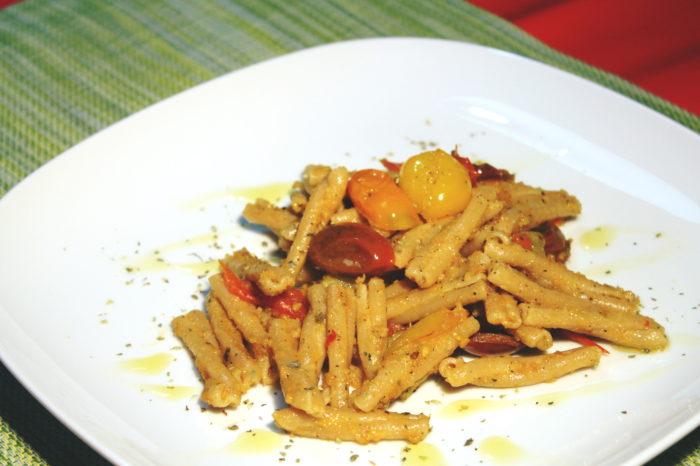 Pasta con pomodorini colorati - Ricette Passo Passo con foto