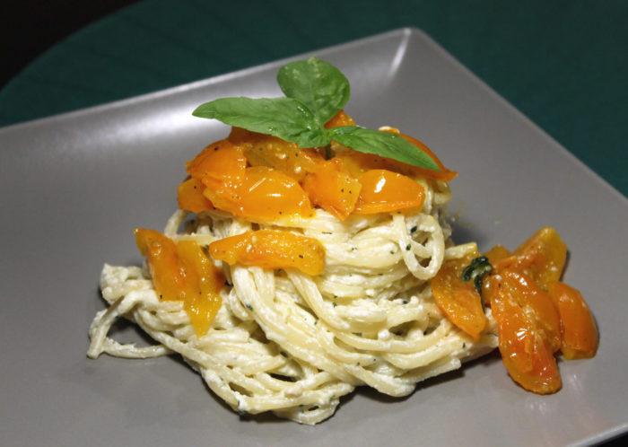 Pasta con crema di ricotta e pomodorini - Ricette Passo Passo con foto
