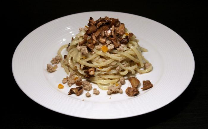 Pasta con ragù bianco e funghi - Ricette Passo Passo con foto