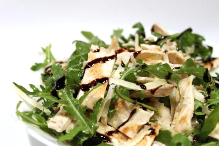 Insalata di pollo con rucola e parmigiano - Ricette Passo Passo con foto